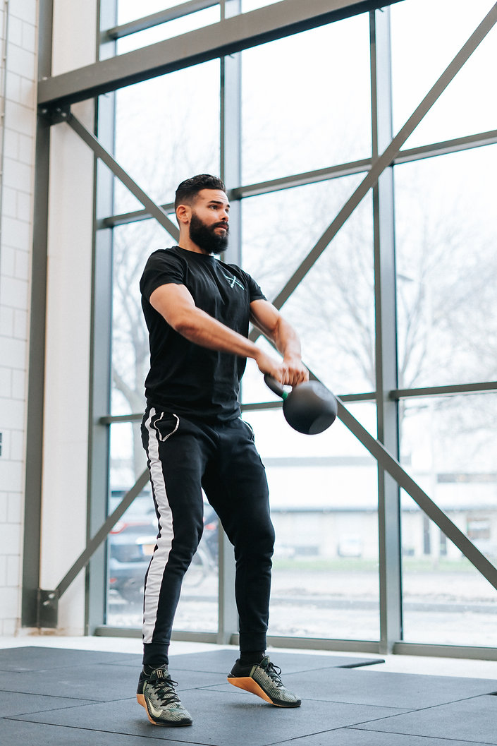 Christopher Soliana Crossmaxx Kettlebell Swing at The Bar Rotterdam Fitness Gym