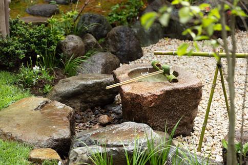 東京都港区の茶室「華久庵」の露地
