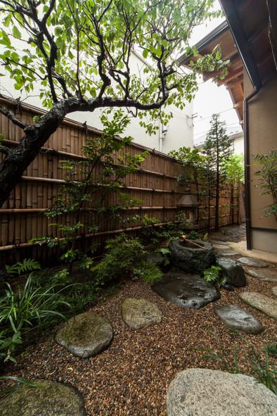 東京都目黒区の茶室・和風建築「東籬庵」露地