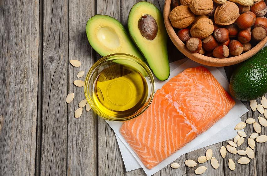 Hay muchos superfoods, algunos de estos son la palta, el salmón el aceite de oliva y los frutos secos