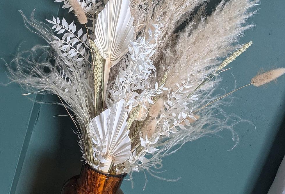 Medium neutral dried flower bunch in vase