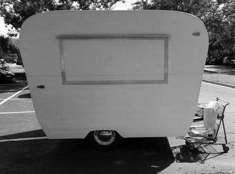 20210625_60's trailer black white.jpg