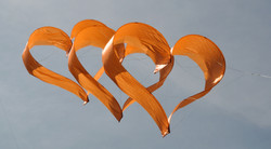 heart-kite orange