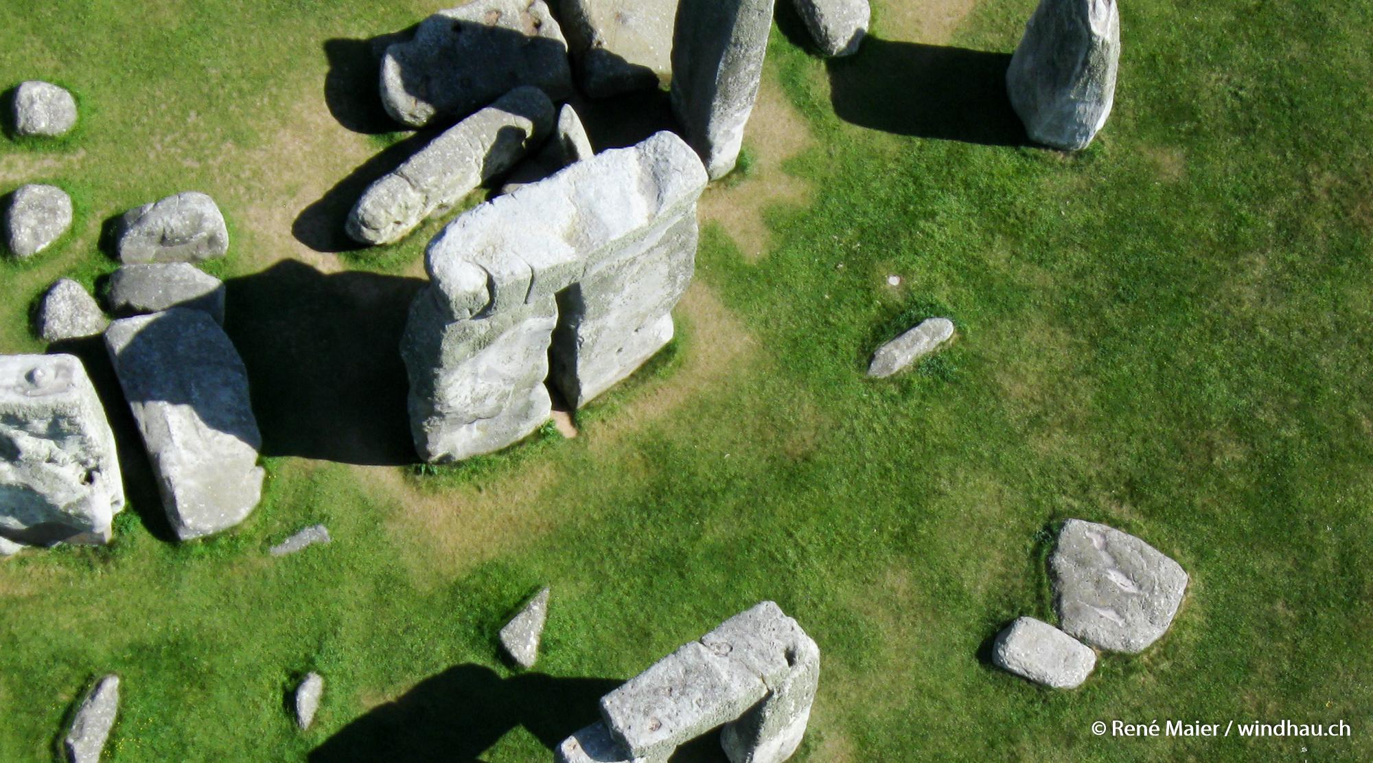 Stonehenge_2011_006