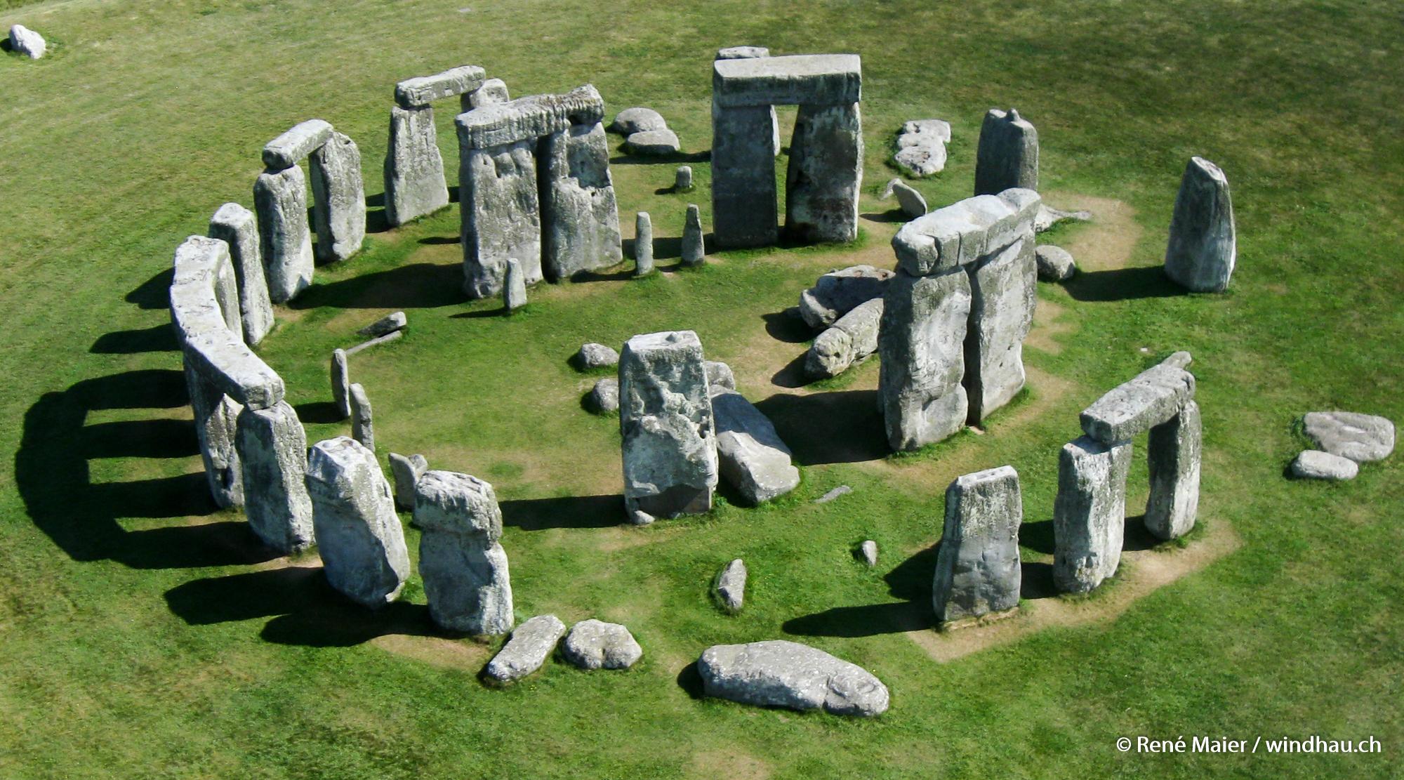 Stonehenge_2011_004