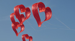 heart-kite red