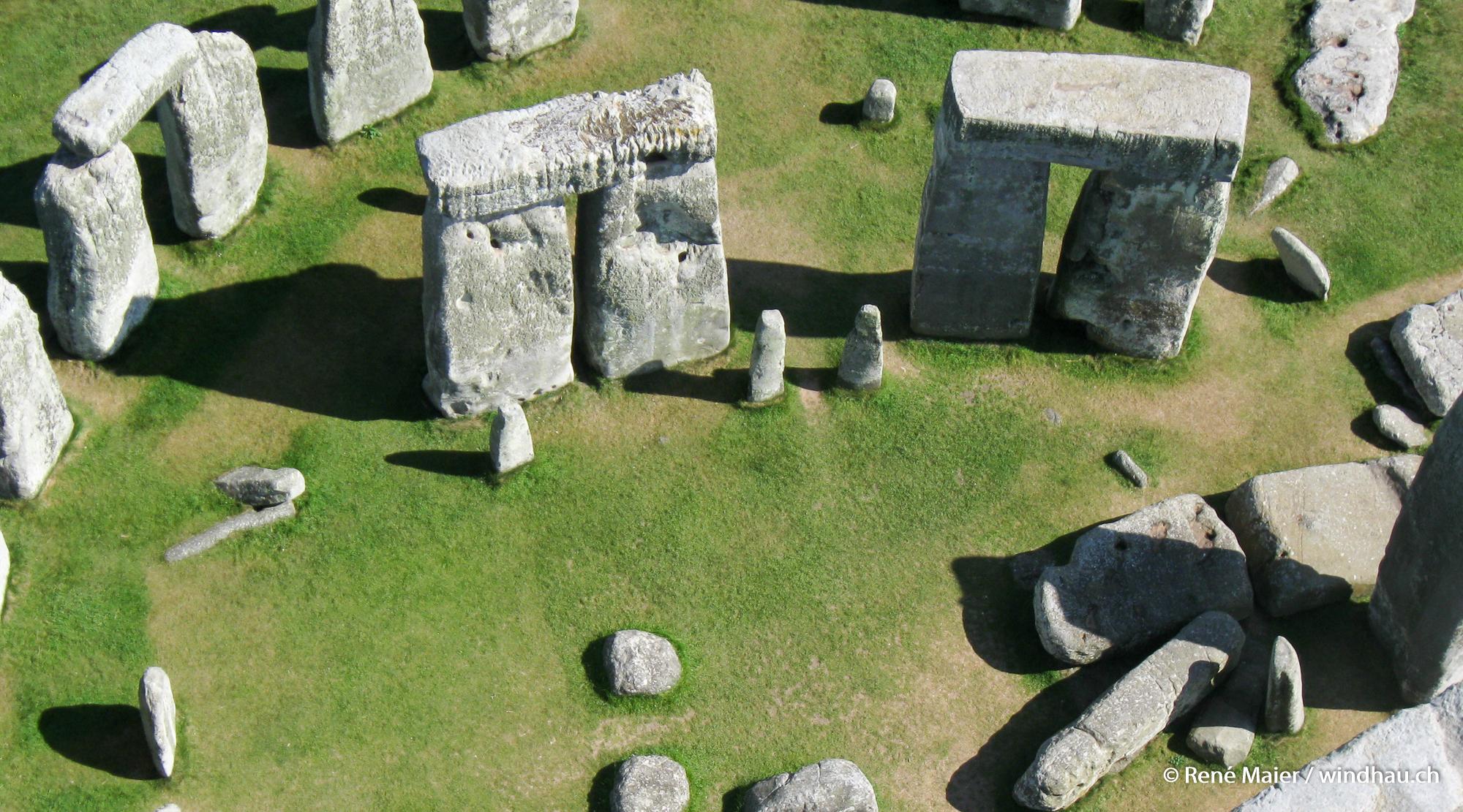 Stonehenge_2011_009