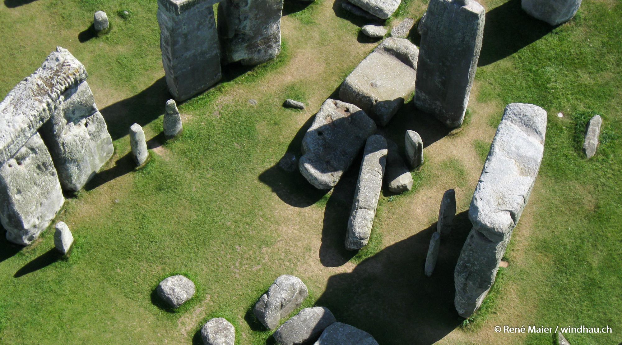 Stonehenge_2011_010