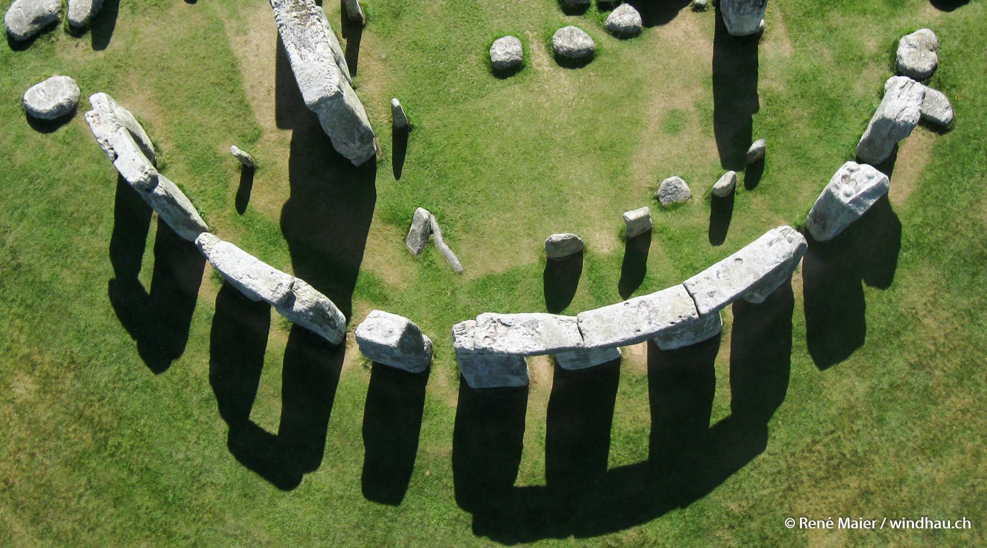 Stonehenge_2011_013