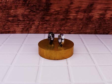 RECOMMEND : monotone hoop pierce