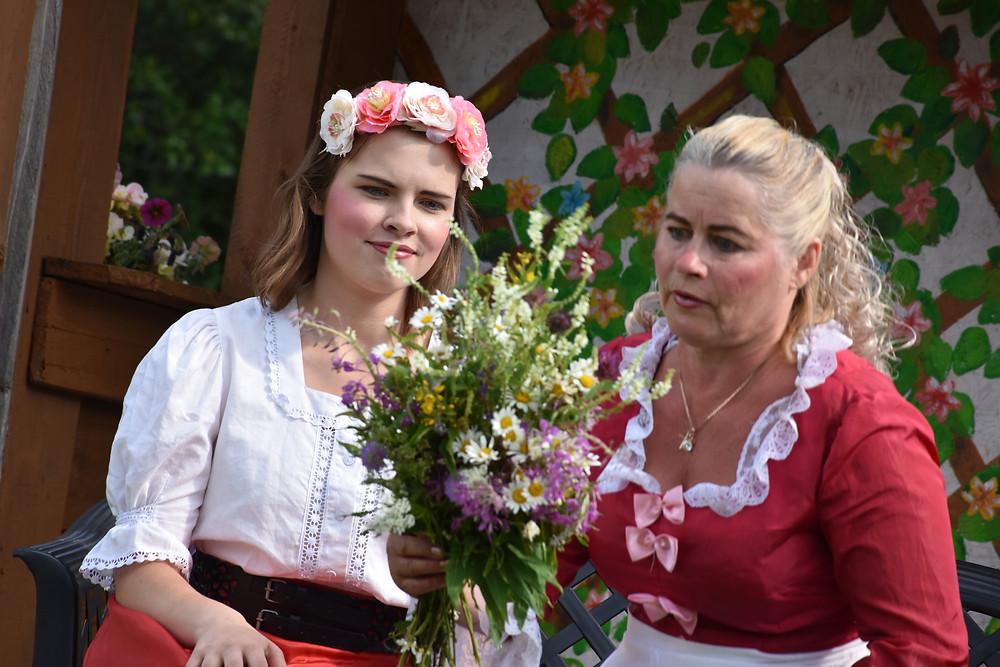 Moon (Johanna Johanson) tahaks hoopis kodunurmedest rõõmu tunda, mitte printsess olla.