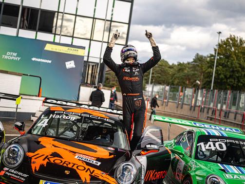 Loek Hartog is de nieuwe kampioen in de Porsche Carrera Cup Benelux