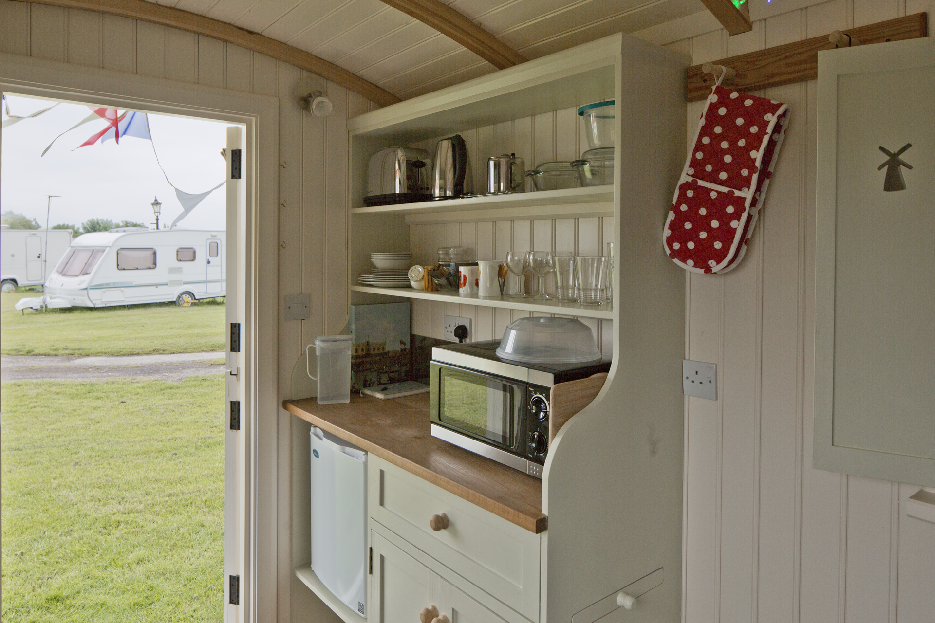 118A3871lrMill Farm Shepherds Hut