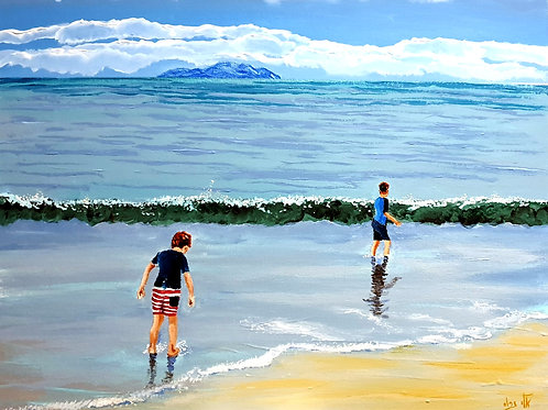 The sea plays with children,