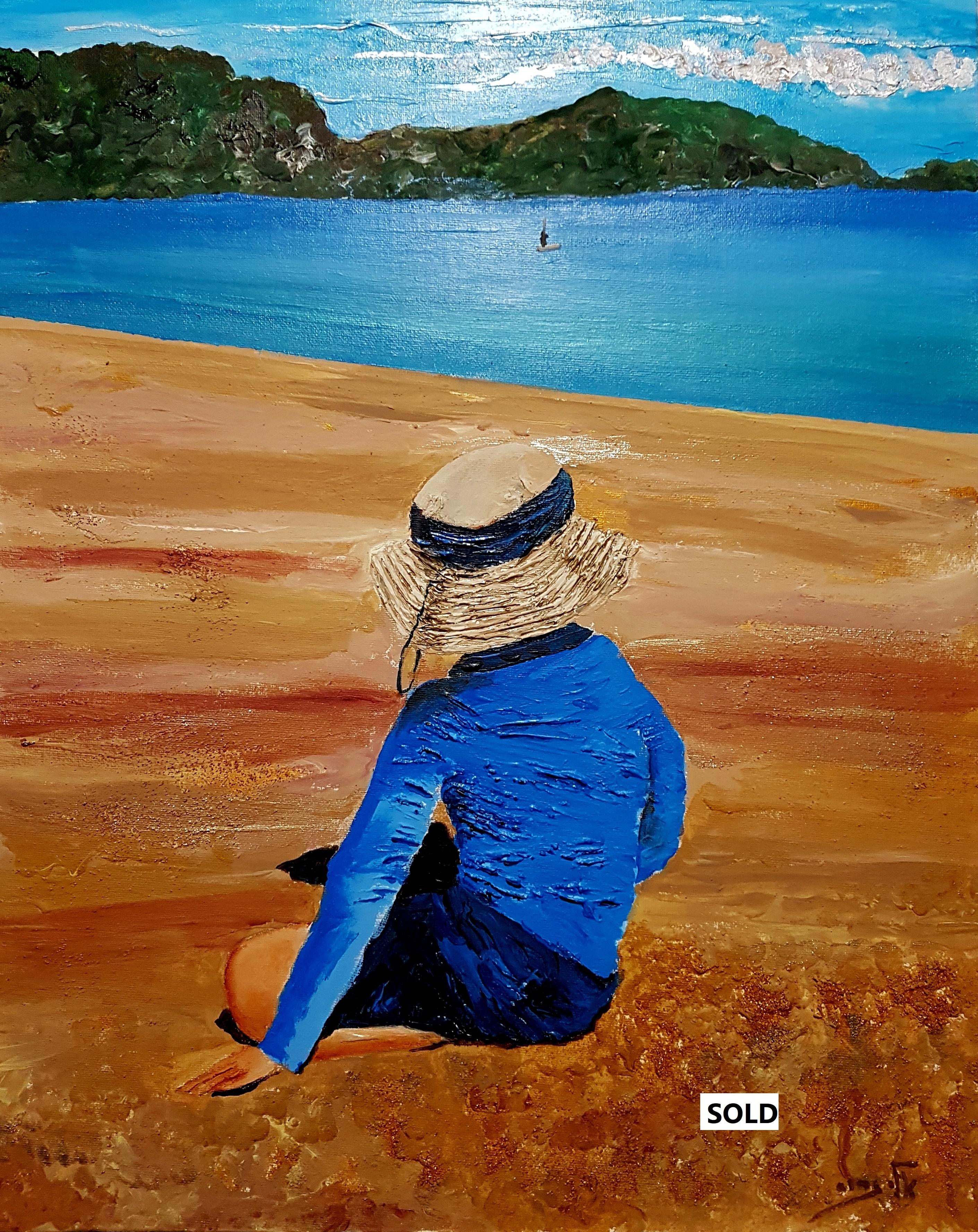 על החול של חוף רחוק, הוא יושב  – כמו בתו