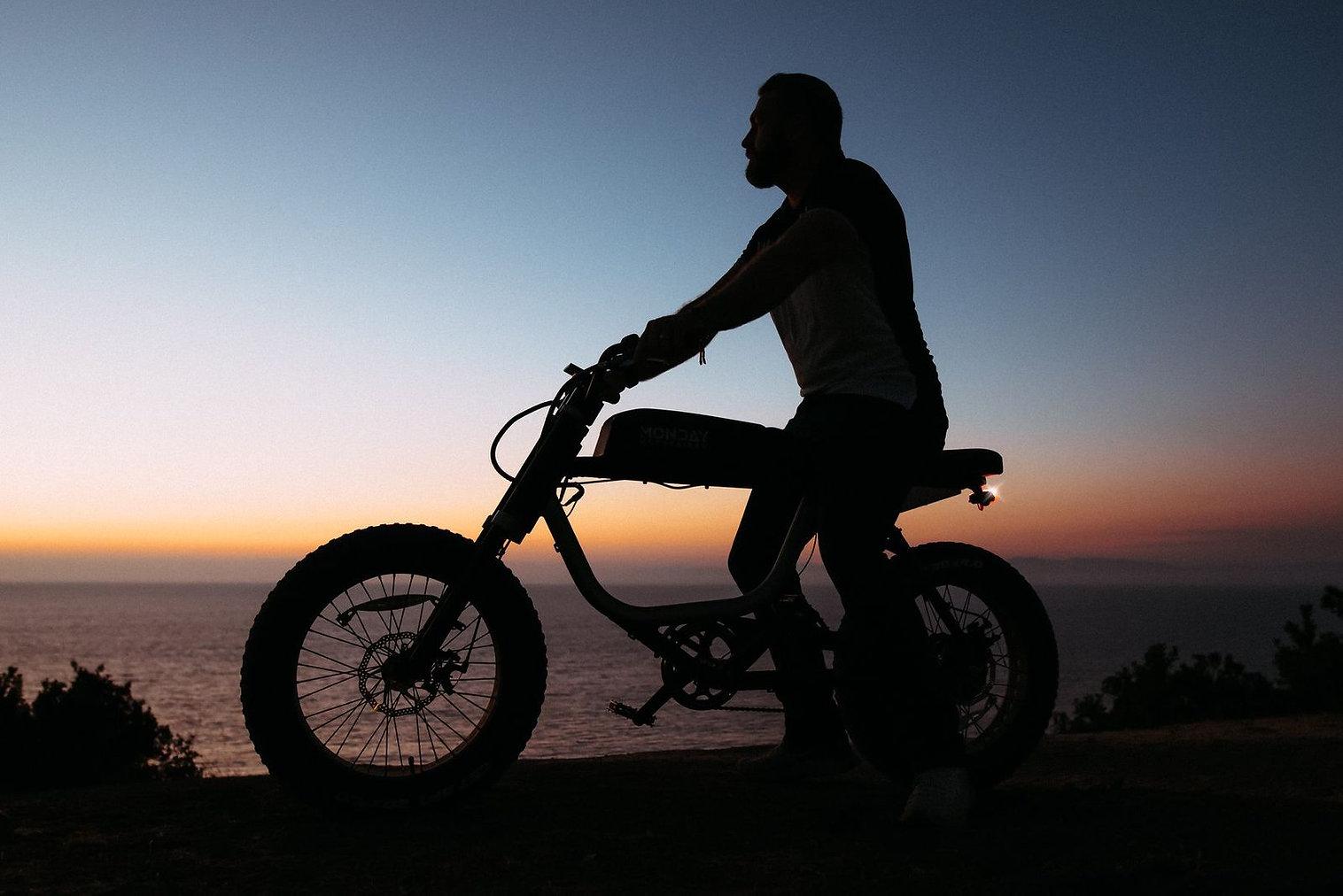 Strip-Monday-Motorbikes-Anza-2.jpg