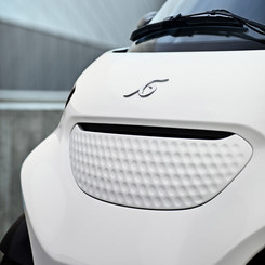 Front grill design reflecting a sporty style