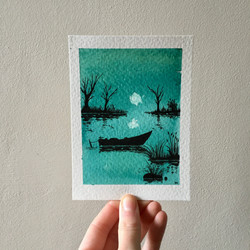 Luna tranquila sobre el estanque.