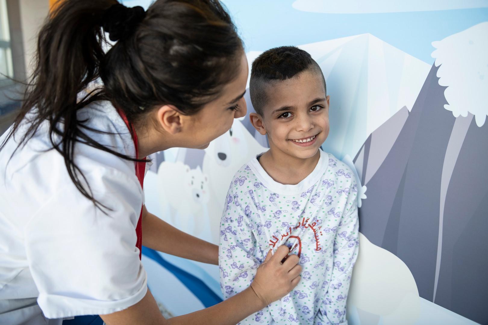 Ein junger Patient auf der Pflegestation