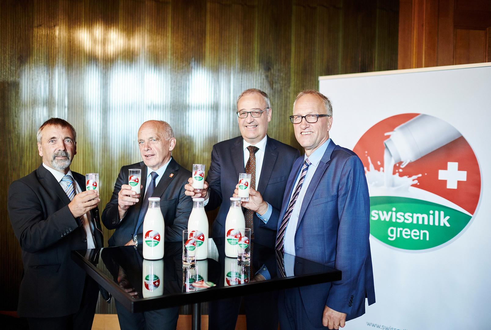 Hanspeter Kern (Präsident SMP), Bundespräsident Ueli Maurer, Bundesrat Guy Parmelin und Ständerat Peter Hegglin (Präsident BO Milch)