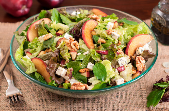 Green salad with blue cheese
