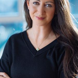 Lauren Vaknine Headshot high res.jpg