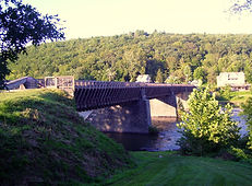 Roebling_Bridge_south_side_from_west_dis
