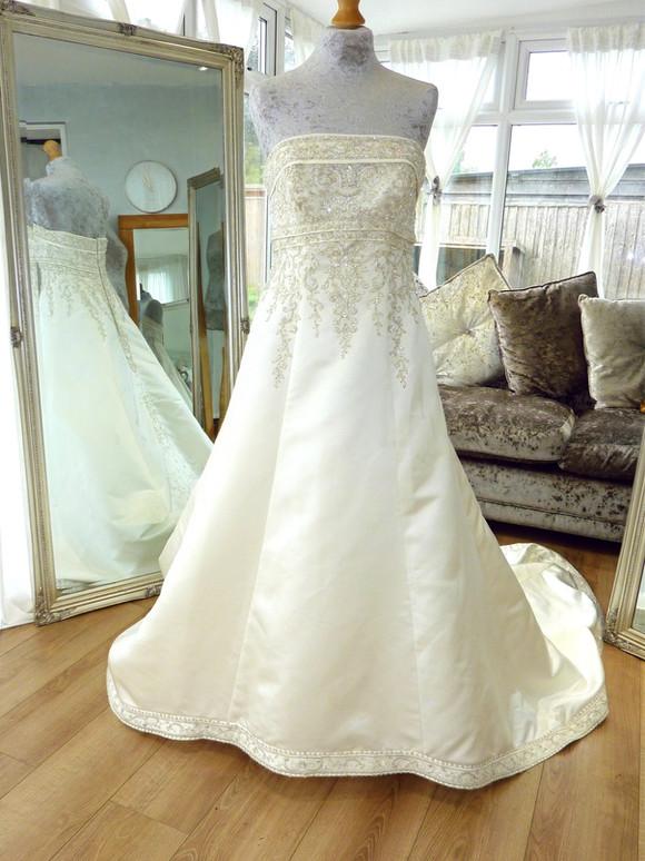 Designer - Mori Lee Size 14 £450 Ref SK16