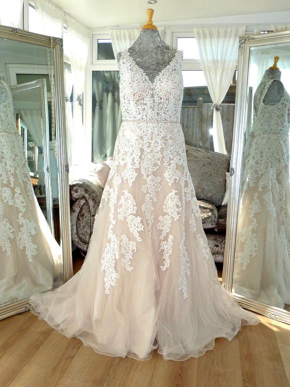 Designer - Stella York Size 18-20 £750 Ref SK04