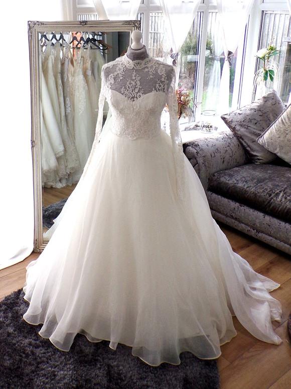 Designer Romona Keveza Size 12 £750 Ref SK34
