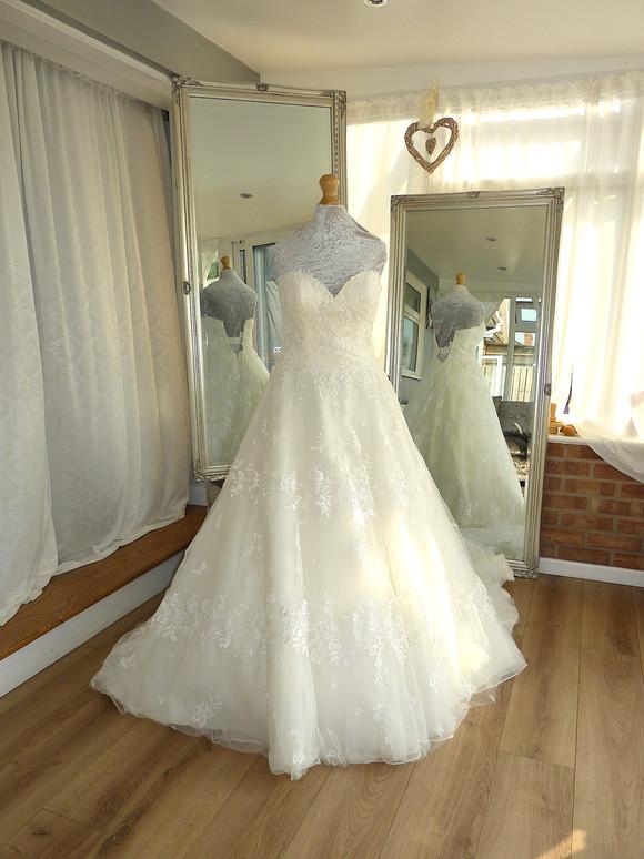 Designer - Lillian West Size 6-8 £450 Ref SK08