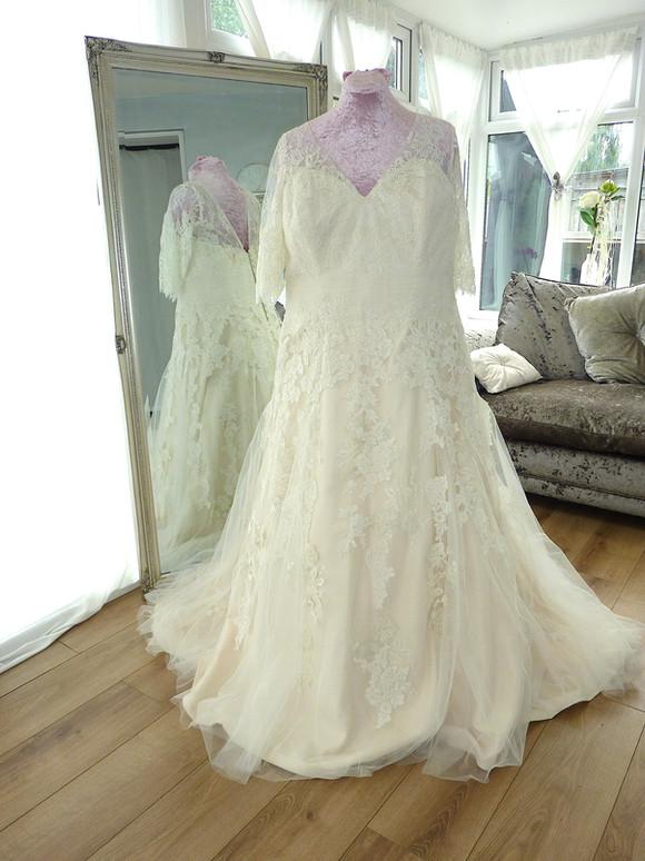 Designer - Allure Bridal Size 24-26 £550 Ref SK12