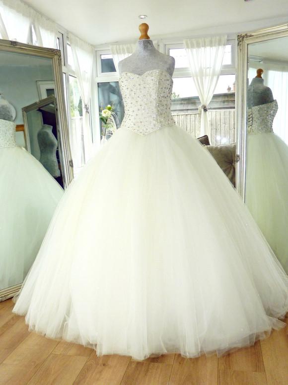 Designer - Justine Alexander Size 12 £600 Ref SK19