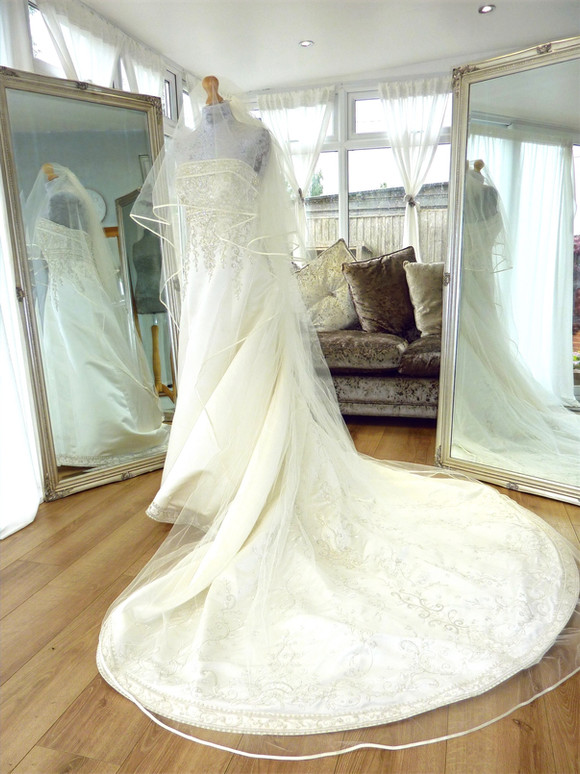 Cathedral length veil included with SK16