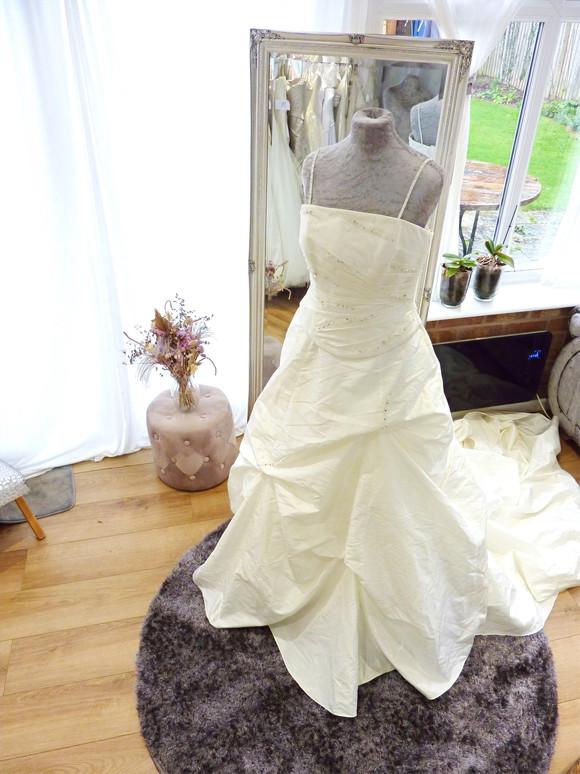 Designer - Veroma Size 10-12 £500 Ref SK33