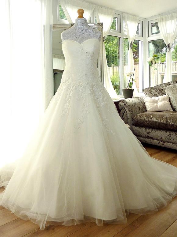 Designer - Ella Rose Size 12-14 £450 Ref SK09