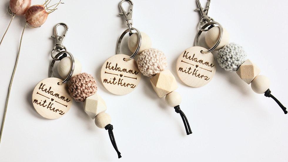 Schlüsselanhänger Hebamme mit Herz | Häkel + Gravur
