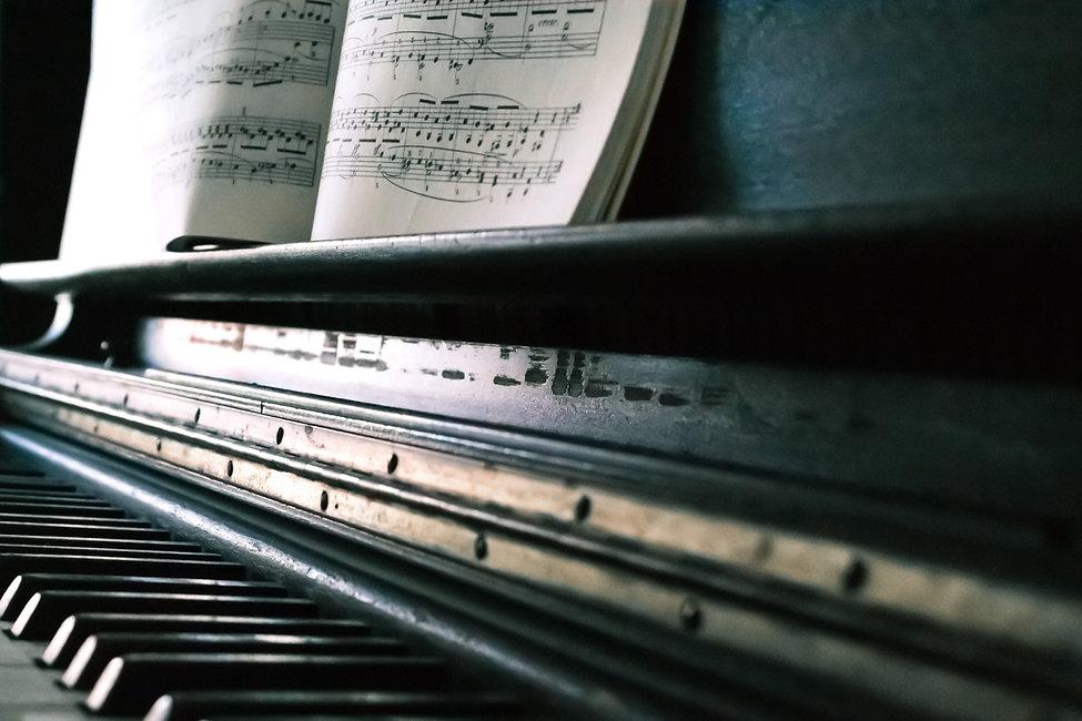 music-sheet-on-black-piano-860662.jpg