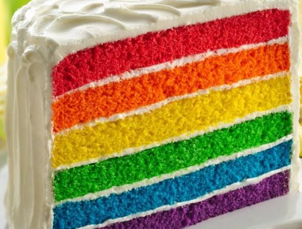 bolo de camadas coloridas