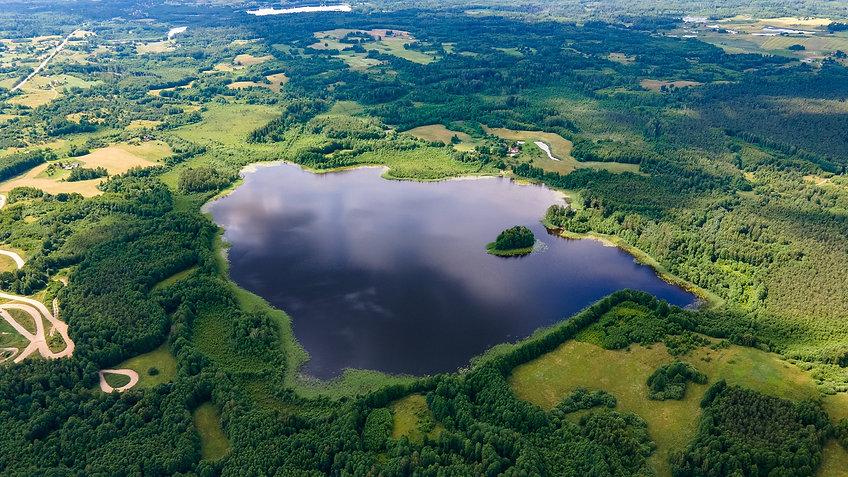 Žemės sklypas prie ežero.jpg