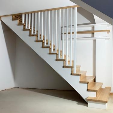 Modern wooden staircase Dip2.jpg