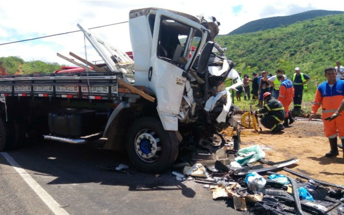 Cabine de caminhão é destruída. Foto: David Fortunato/TV Sudoeste