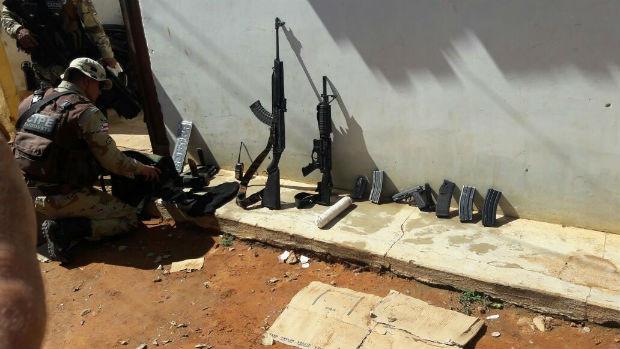 Armas apreendidas com suspeitos de atacar BB de Boa Nova (Foto: Divulgação/SSP)