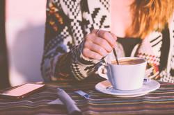 Das rühren Kaffee
