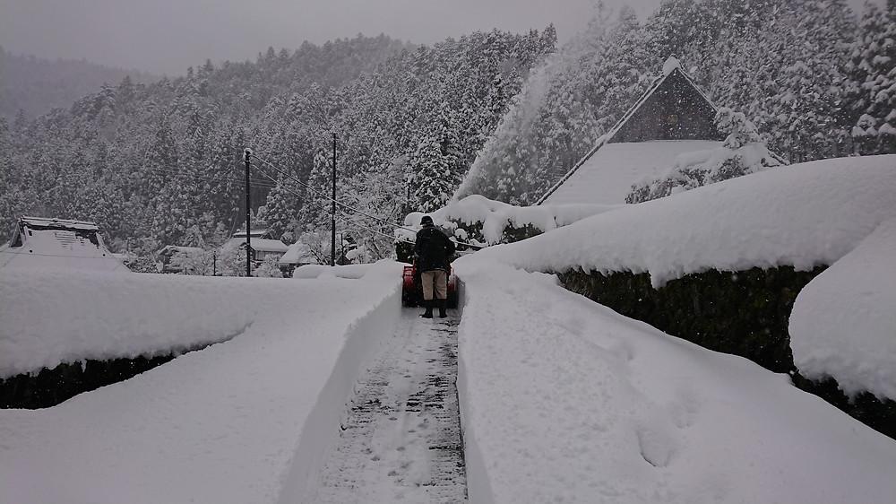 大晦日の帰省 | まさかの大雪 | 手作業で除雪 | 元旦から筋肉痛 | 長岡京市 | たけのこサイクル