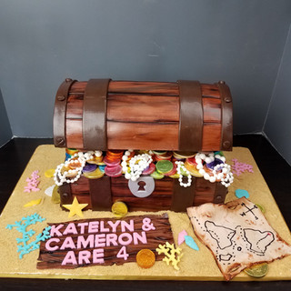 Large Treasure Chest Cake.jpg