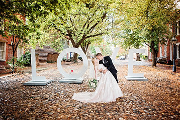 Love_photo_bride_and_groom_cobblestones_