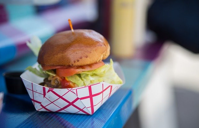 Wedding Food: From Formal Sit-Down Dinners to Food Truck Fun