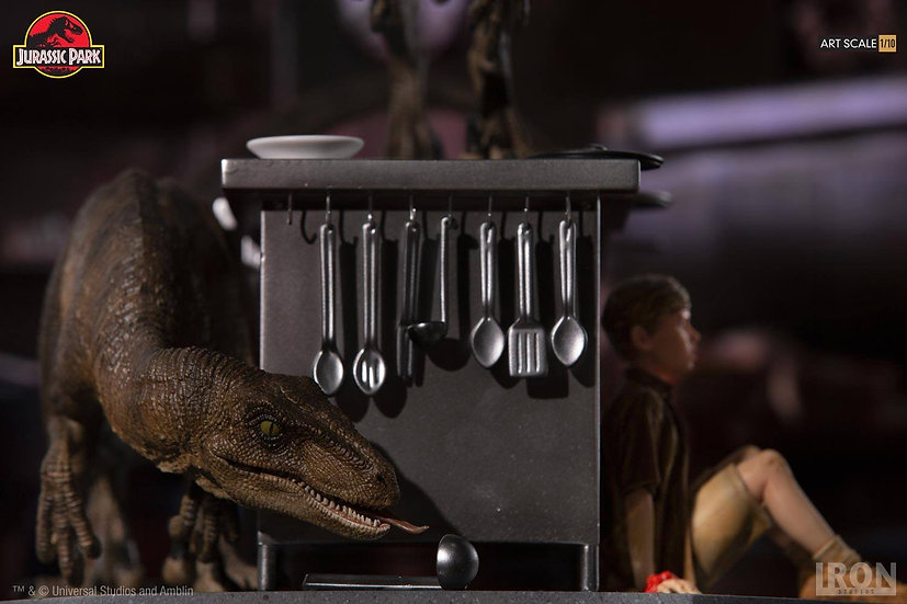 IRON STUDIOS 1/10 : JURASSIC PARK VELOCIRAPTOR IN THE KITCHEN