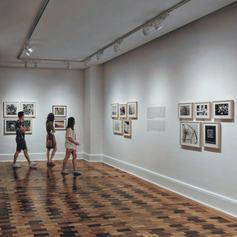 Explore Paris' galleries in small groups